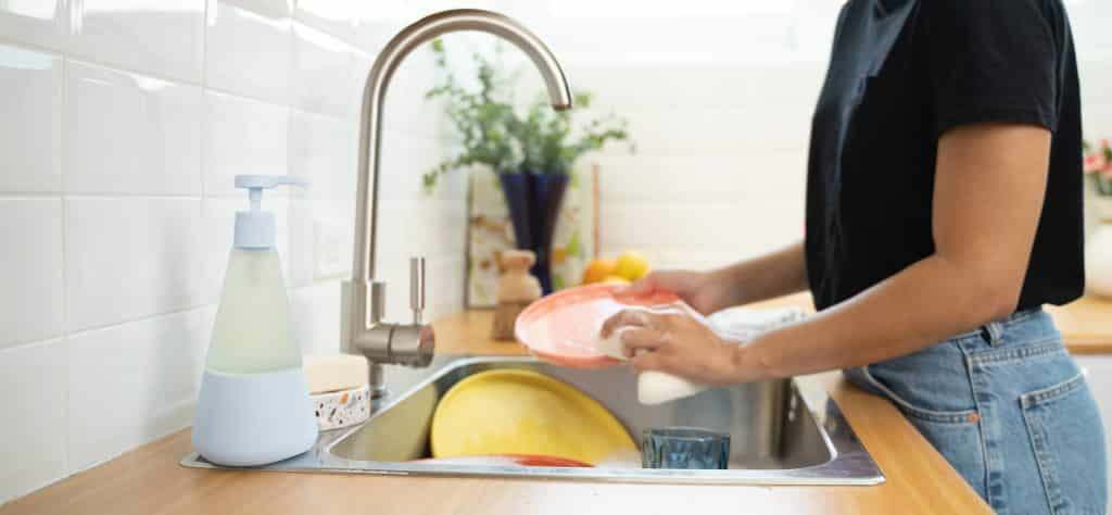 Cleaning dishes with cleancult products
