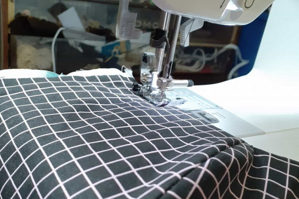 Step 6: Sew a topstitch to reinforce the shape. Only on the big edges!
